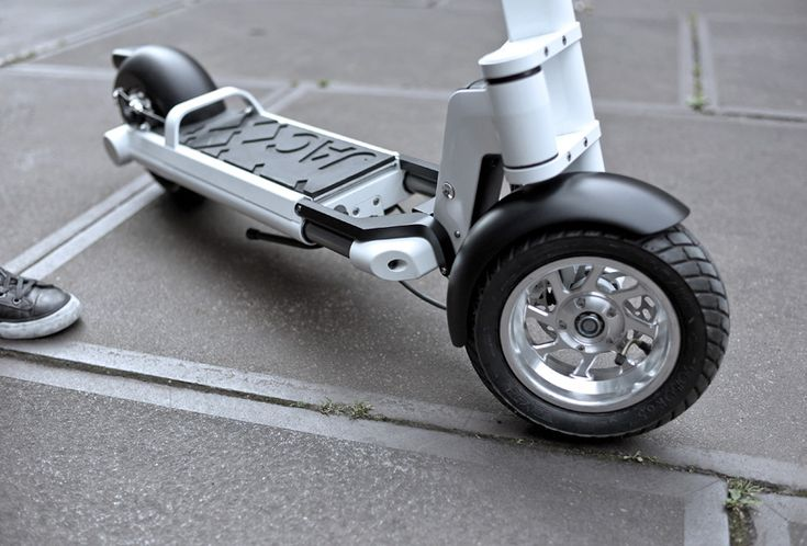 JAC< personal electric scooter by LEEV mobility -- Noise is your worst enemy, so take an electric scooter.