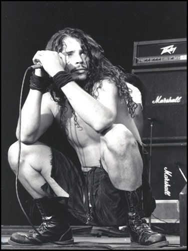 Chris Cornell <-- i love his voice, especially when he sang the casino royale theme song
