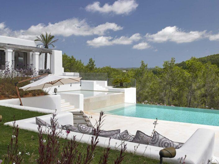 House Tour Sun Soaked In Ibiza Beautiful Beach Houses Mediterranean Interior Design Mediterranean Homes