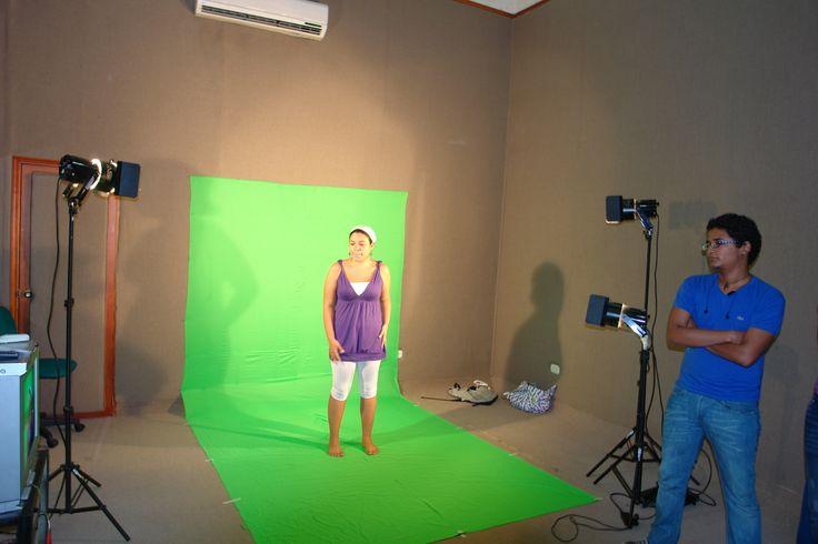 Factor 4: Procesos Académicos. Practica de Television – 2010 – en la foto, Jesus Esquivia y Sara Henao Estudiantes de 6to. Semestre de Comunicación Social – Laboratorio de Medios Audiovisuales. #Unicartagena #ComunicaciónSocial