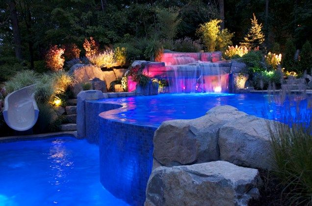 Infinity Edge Pool, Pool Lighting  Swimming Pool  Cipriano Landscape Design  Mahwah, NJ Espectacular juego de luces leds.