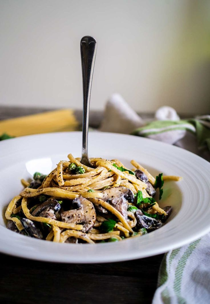 Creamy Mushroom Linguine | Discover Delicious | Vegan Food Blog | www.discoverdelicious.org