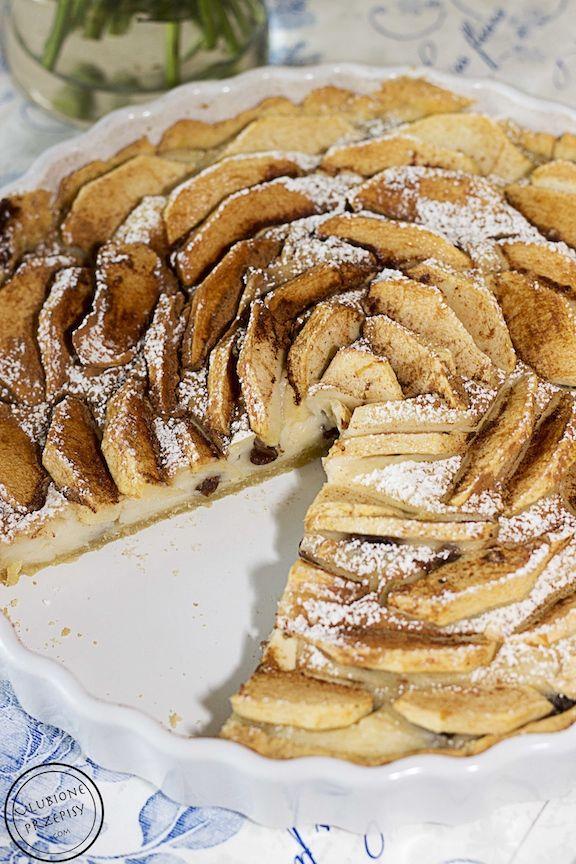 Klasyka wśród tart z owcami - Tarta z kruchego ciasta z budyniem i jabłkami. Polecam  Przepis oczywiście na blogu. Jak lubicie to lajkujcie http://ulubioneprzepisy.com/2014/05/14/tarta-z-budyniem-i-jablkami/ #tarta #krucheciasto