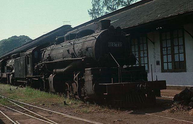 Gambar Kereta Api Lokomotif Uap Terbesar di Indonesia DD 50