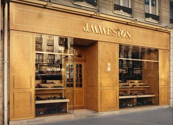 Devanture d'un magasin du boulevard de la Madeleine, Paris | #facade #devanture #magasin #boutique