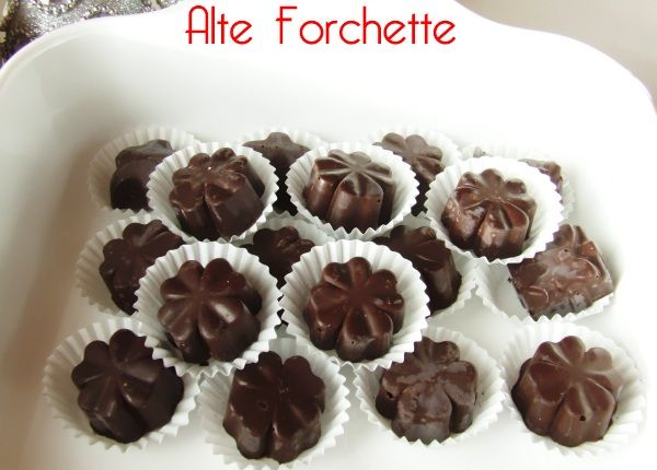 ALTE FORCHETTE - food blog -: CIOCCOLATINI ASSORTITI FATTI IN CASA E... buone feste!