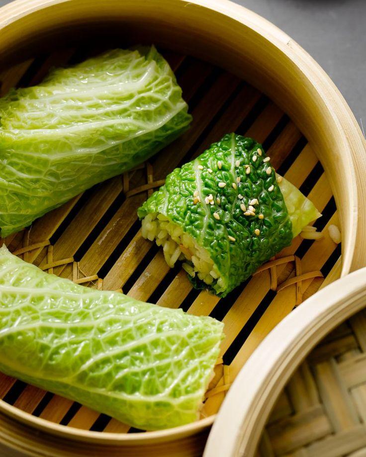 Savooi leent zich uitstekend voor deze heerlijke rolletjes met scampi en rijst. Een lekker licht Aziatisch gerecht.