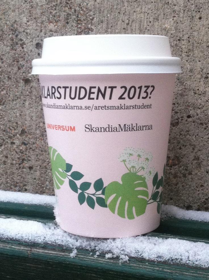 Mäklarstudenter på Gävle högskola har fått förmånen att dricka kaffe ur dessa muggar- januari 2013. #Framtid #Skandiamäklarna #Mäklare #Hem #CoffeeCom @SkandiaMäklarna