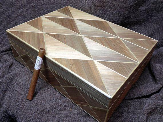 Boite à cigare en marqueterie de paille, design Art Deco
