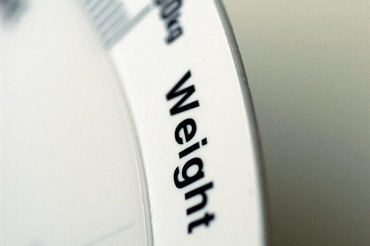 Cómo calcular tu BMI en Australia. Tu índice de masa corporal (BMI, por sus siglas en inglés) es simplemente una medida de tu peso en relación a tu altura. A diferencia de cuando mides tu BMI en Estados Unidos, al medirlo en Australia necesitas utilizar mediciones métricas. Esto significa medir tu ...