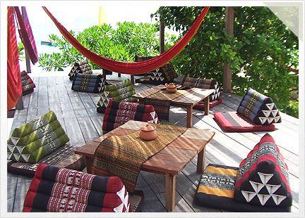 Koh Lipe Castaway Beach Resort Centre - Cocktail Bar, Thai Restaurant & Chill Out Deck http://kohlipe.castaway-resorts.com/