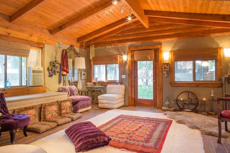Charming Tree House (Upper Room) — Домики на деревьях в аренду в г. Десерт Хот Спрингс