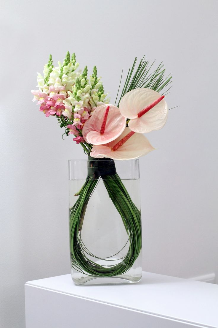 Modern flower arrangements in glass Floral creations
