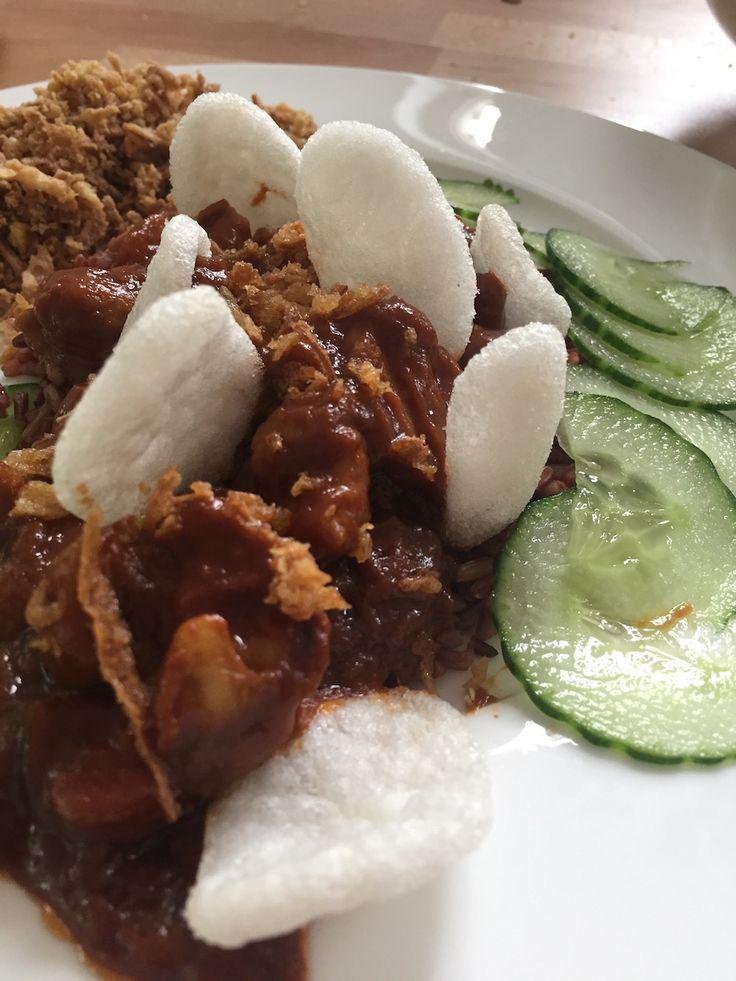 Een snel en makkelijk recept met kip, groentes, pindakaas en ketjap. Webbyishere.nl is een recepten blog met wekelijks nieuwe recepten. Diverse tips & tricks, ervaringen en foto's.