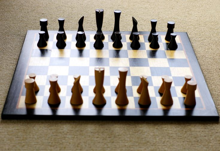 die besten 25 modern chess set ideen auf pinterest. Black Bedroom Furniture Sets. Home Design Ideas
