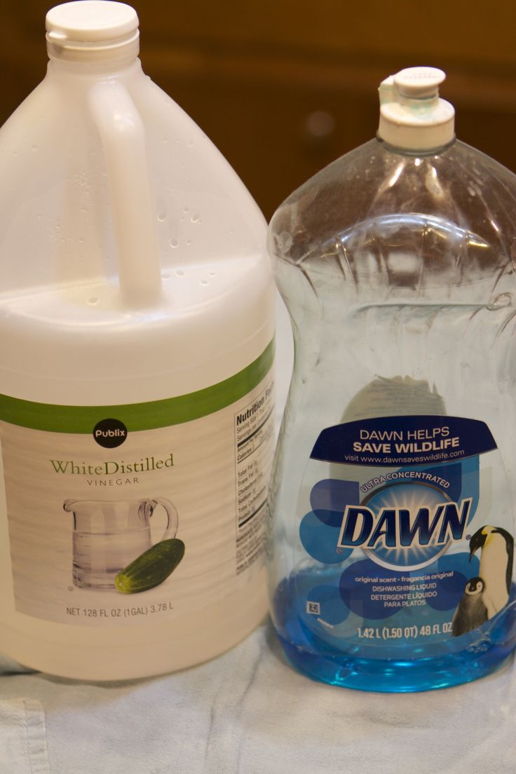 Tub cleaner-this was awesome.  I wish I had taken before and after pics.  Worked SO good.  1/2 c. White vinegar heated 30 secs in micro & 1/2 c. Blue Dawn.  Sprayed...waited an hour...wiped (no hard scrub required) MAGIC!