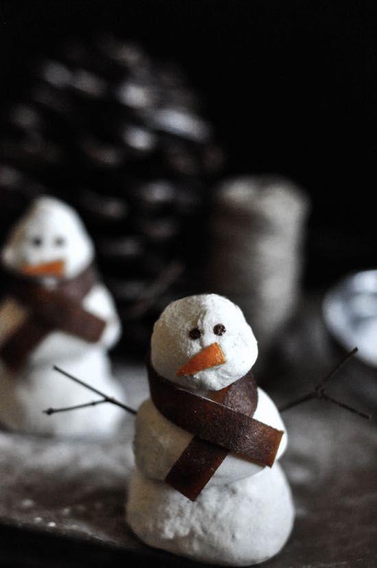 Egg/Corn/Refined Sugar Free + Paleo Peppermint Marshmallow Snowmen // thefoodieteen.com