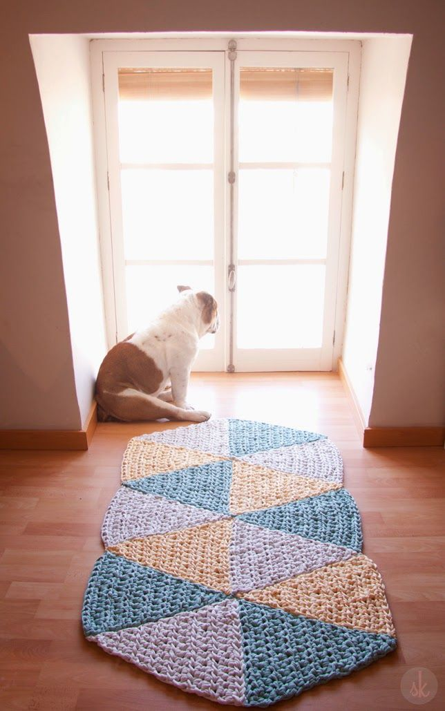 Alfombra - crochet mat made of triangles - pattern in Spanish with chart