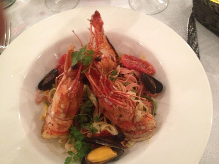 A fantastic experience, excellent food #shellfish #luxury #whitewine #Cannes