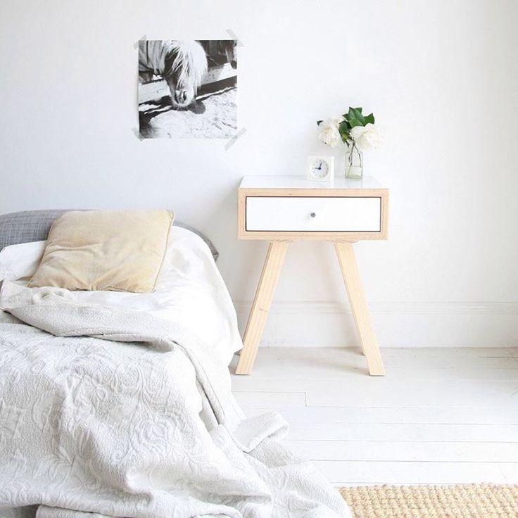 Meja Kamar Tidur Minimalis Terbaru Kecil Berlaci