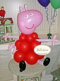 Questa Peppa Pig fatta di palloncini intrecciati è perfetta come centrotavola!