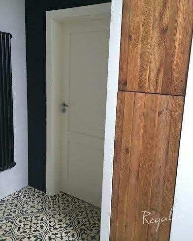 Oryginalne drzwiczki Regalia ze starych desek nadadzą uroku każdemu wnętrzu ;). The original, wooden cabinet door manufactured by Regalia makes your room more pretty.  #regaliapm #staredrewno #drewno #wooden #oldwood #cabinet #interior #design www.regalia.eu