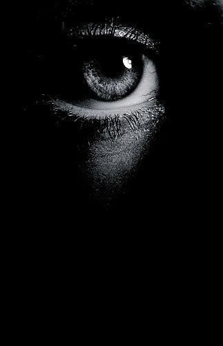 Thoughts…  La notte rivela l'uomo.  (via De Saint Exupery)
