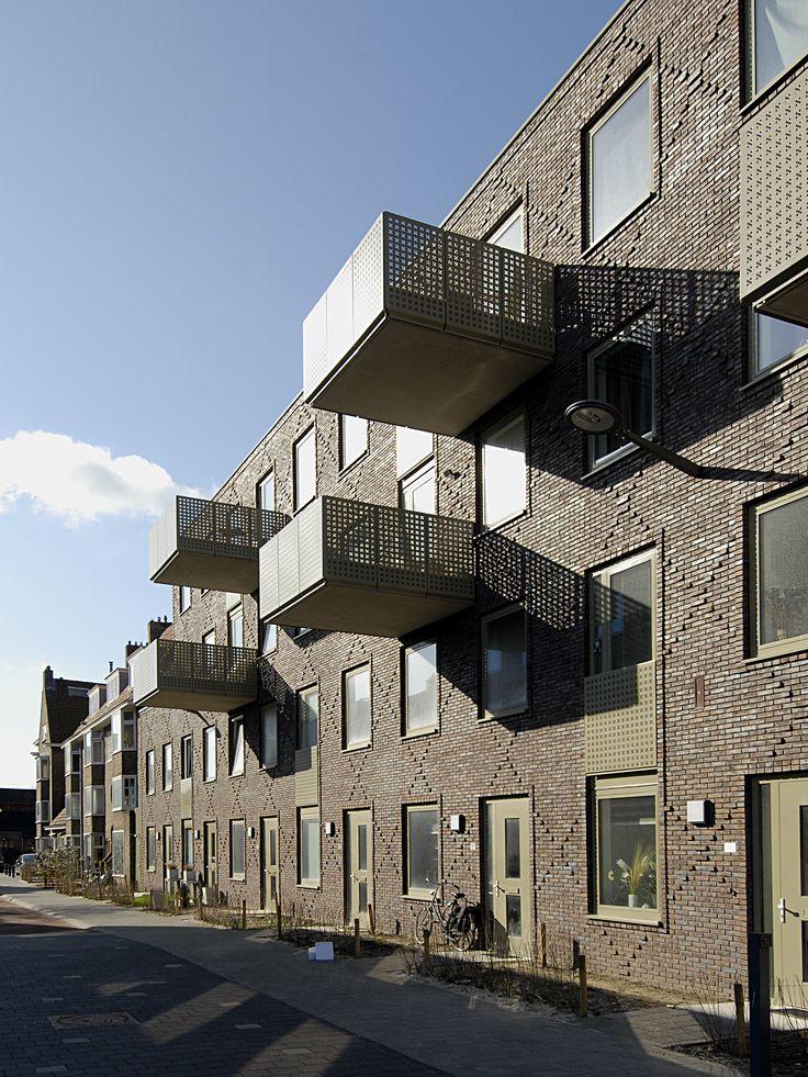 Grunobuurt Nieuwbouw | Groningen | Utiliteitsbouw | Plegt-Vos | Nieuwbouw van 47 woningen en 1 verhuurbare ruimte met ondergrondse parkeergarage en 109 appartementen met parkeerkelder. Daarnaast hebben we infrastructurele werkzaamheden uitgevoerd, waaronder de realisatie van een betonput Energie-opslag.