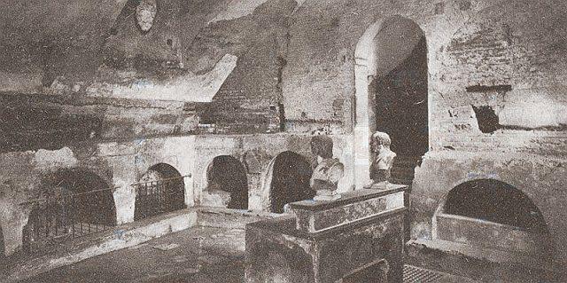 Mauzoleum św. Kwiryniusza w katakumbach św. Sebastiana, gdzie siedmiu zmartwychwstańców złożyło pierwsze śluby.