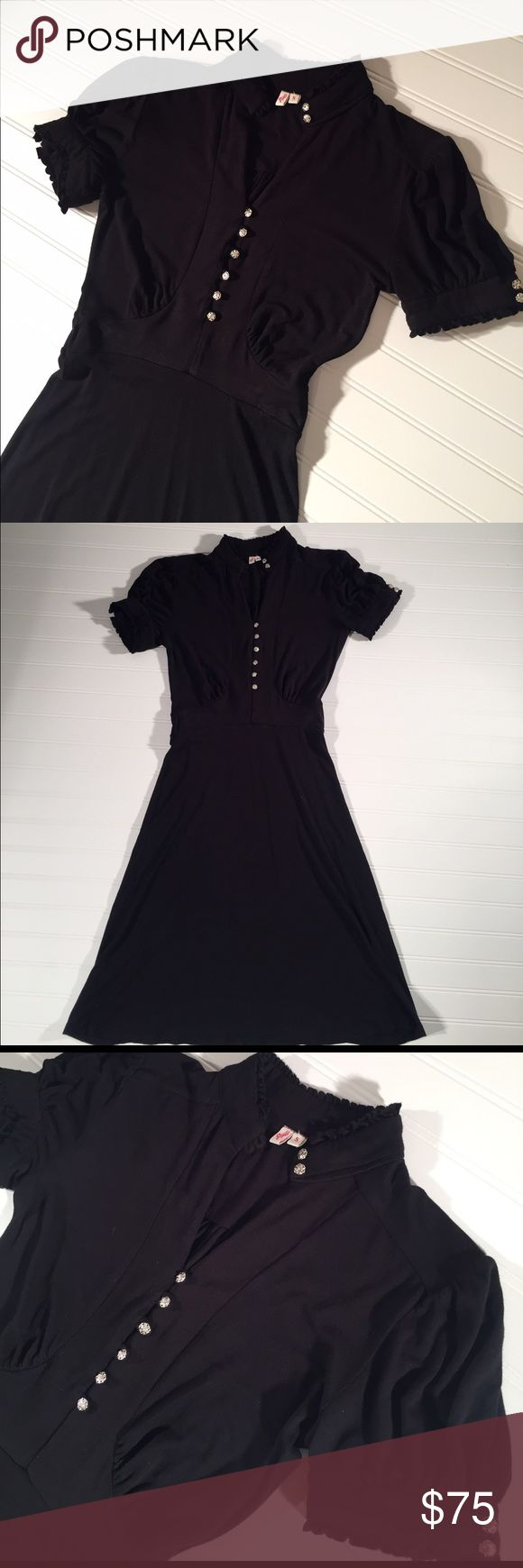 Joie Dress in Black Joie Dress in Black. Excellent condition! Timeless. Comfortable and super flattering as there's some stretch to it (92% rayon, 8% spandex) Joie Dresses