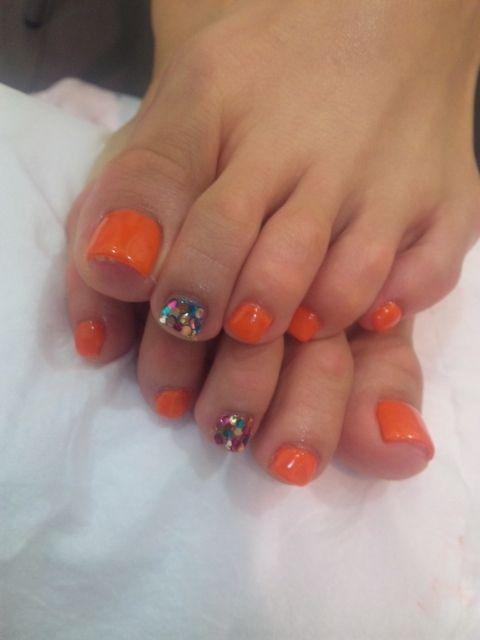 Summer pedi! Touch of glitter:)