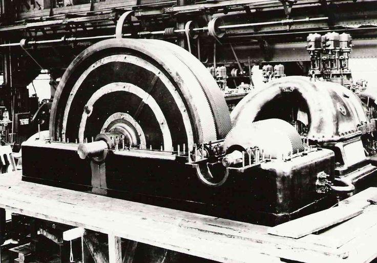 Škoda Plzeň. Převodovka s dvojtě šikmímy zuby ,hmotnost 12 120kg ,rok výroby 1929.Vyrobeno pro pohon transmisie a brusu.