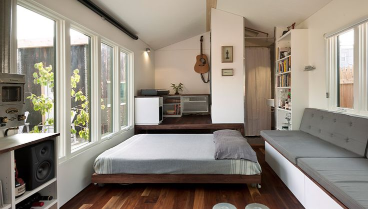 A tiny house in Washington DC that effortless combines living and entertaining into a 210 sq ft house.