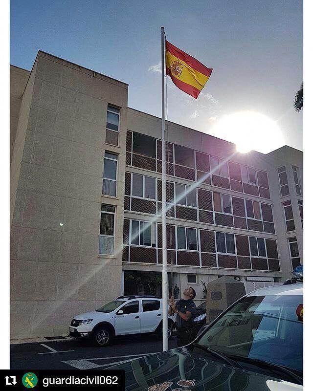 #Repost @guardiacivil062  Buenos días son las 08:00 de la mañana en cientos de dependencias de la Guardia Civil se lleva a cabo el izado de nuestra enseña nacional un orgullo difundir este acto a todos los españoles desde el Puesto Principal de Santa María de Guía en Gran Canaria.  #062 #guardiacivil #allidondenosnecesites #GC #bandera #Santamariadeguia #Canarias