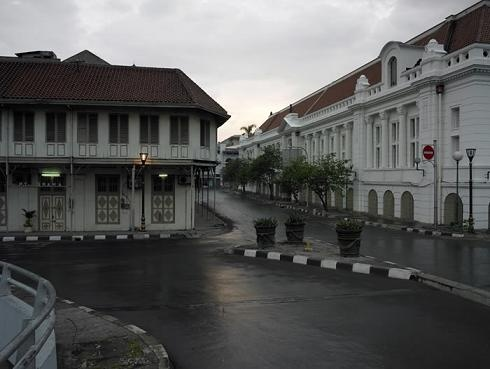 Lonely Jakarta Kota