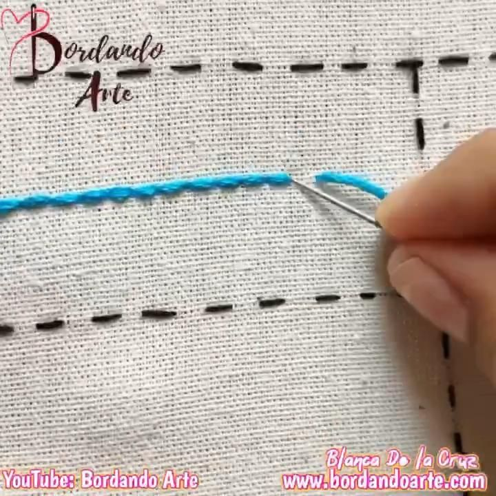 Mira el tutorial completo en mi canal de YouTube: Bordando Arte Diy Embroidery Shirt, Hand Embroidery Videos, Embroidery Stitches Tutorial, Embroidery Sampler, Flower Embroidery Designs, Simple Embroidery, Learn Embroidery, Sewing Stitches, Hand Embroidery Stitches