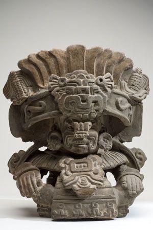 Urna Con la figura del dios Cocijo Cultura Zapoteca Periodo clásico tardío 600-900 d. C. Arcilla modelada 33.5 x 29.5 x 19 cm. Colección CONACULTA-INAH-MEX