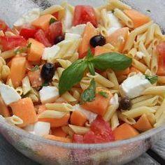 Photo recette : Salade d'été aux pâtes, au melon et au jambon de parme