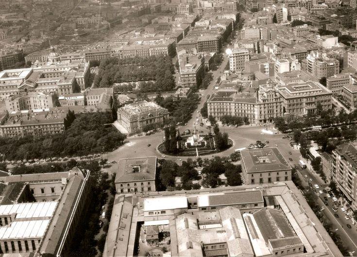 colón, 1950. la transformación de la plaza es brutal: fábrica de moneda (centro abajo), palacete (centro izqda) y bloques esquina calle génova (centro dcha.), no existen...