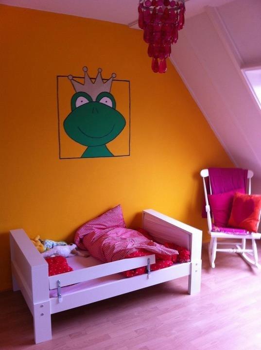 Muurschildering op Felines kamer.