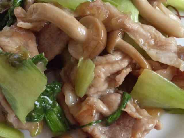 チンゲン菜と豚肉としめじのオイスター炒めの画像