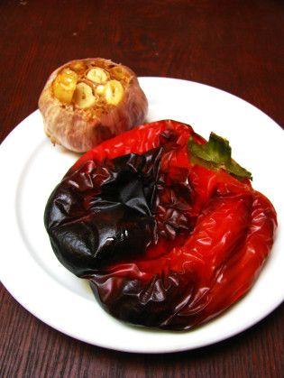 hummus com pimentao e alho assado