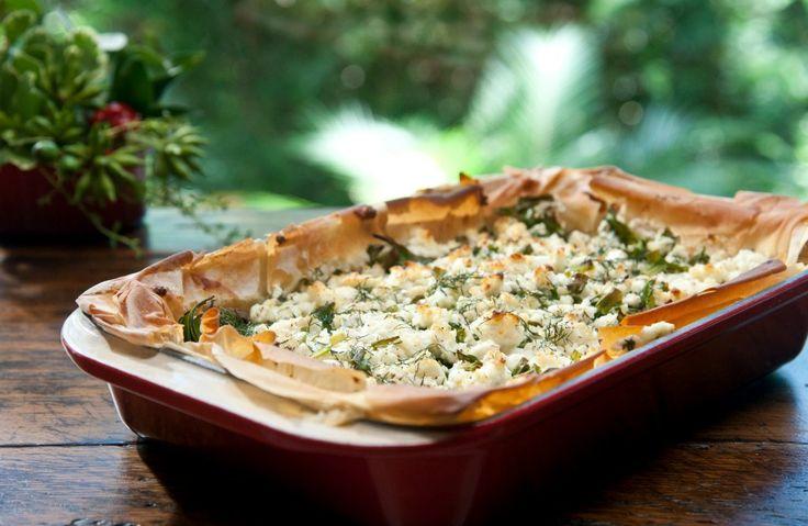 Torta de cogumelos com espinafre e cebolinha impressiona qualquer convidado