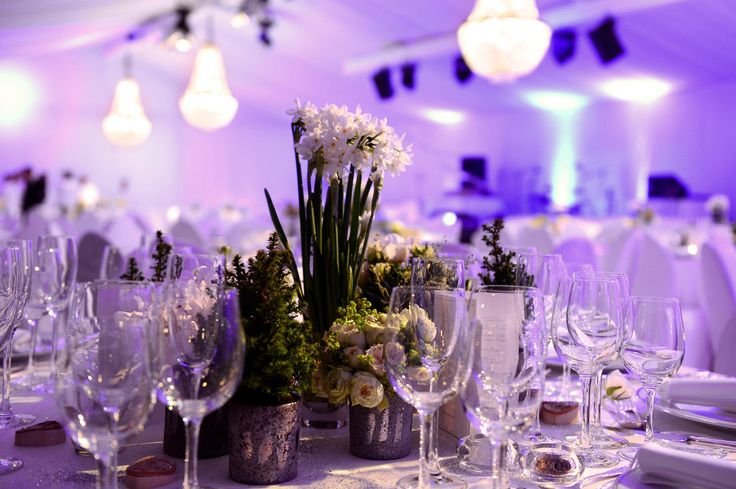 Wedding in a marquee? Take these crystal chandeliers for an amazing result. You can hire them. #decoration #wedding #dinner #marquee #lightning #exclusive #rental #chandelier