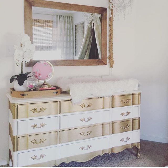 Neutral Glam, anyone? This whole nursery is a YES! Nursery by @lovethetompkins