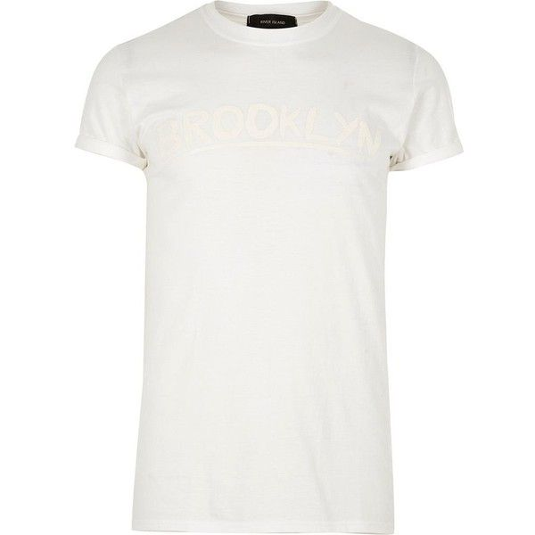 River Island White Brooklyn print t-shirt (58 BRL) ❤ liked on Polyvore featuring men's fashion, men's clothing, men's shirts, men's t-shirts, mens tall shirts, mens short sleeve t shirts, mens regular fit shirts, mens tall t shirts and mens white shirts