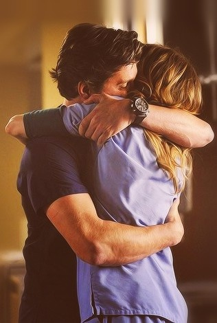 Everyone needs to be hugged like Derek does Meredith...