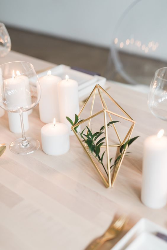 Keeping it simple when it comes to decor is the ultimate rule for your minimalism wedding theme. Abstract shapes and clean lines are a definite for your wedding day table setting