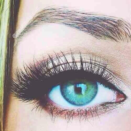 long eye lashes