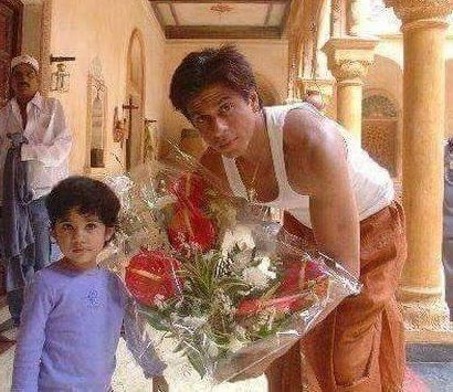 on set of Paheli, with young fan